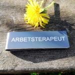 Namnskylt med militärklämma – ARBETSTERAPEUT