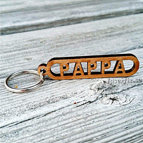 Nyckelring i trä med namn - PAPPA